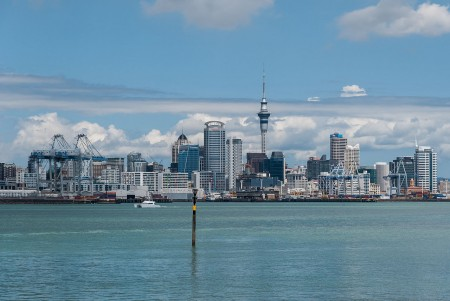 Auckland_Skyline_as_seen_from_Devonport_100128_2