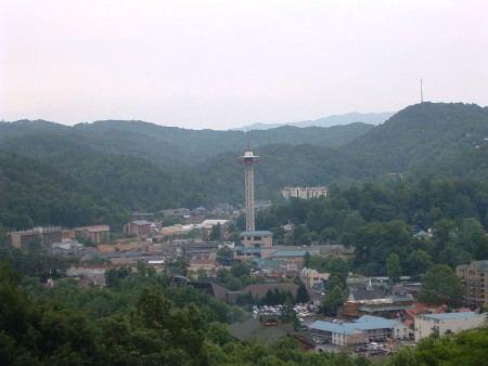 1024px-Downtown_Gatlinburg,_Tennessee