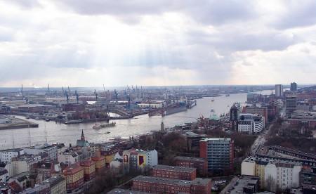 1280px-Hamburg-Hafen-Elbe4
