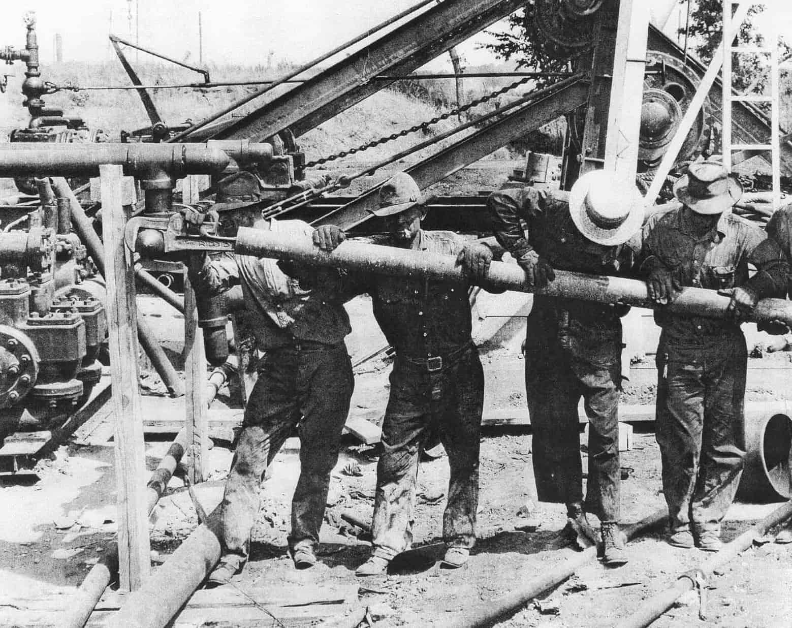1927 Oilfield workers